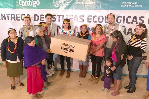 Entregan 500 estufas ecológicas en Mixtla