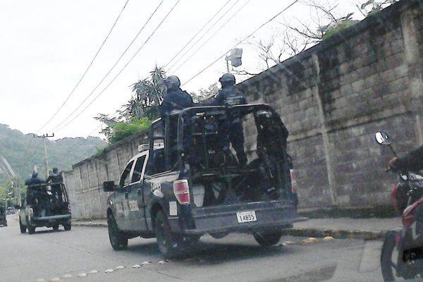 Balea policía  a roba autos