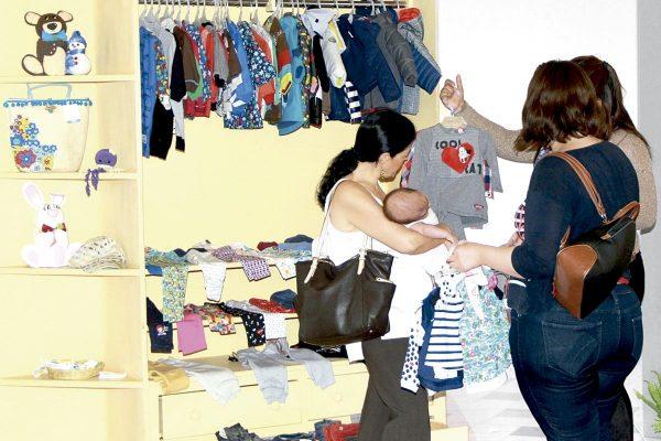 AOPAC realiza venta de ropa en beneficio de niños con cáncer