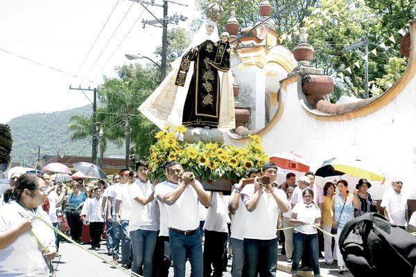 Piden a la Virgen del Carmen por la paz