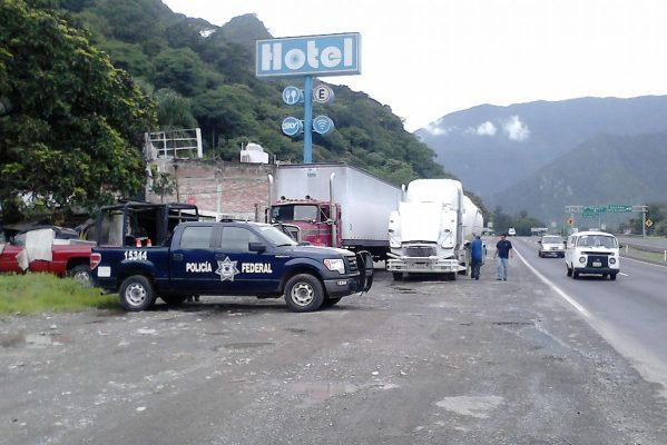 Resultado de imagen para Este martes por la noche continuaron las investigaciones de la Policía Federal en la comunidad de San Cristóba