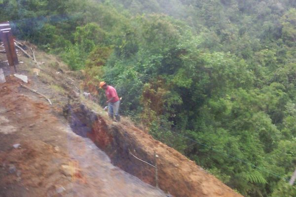 Lluvias socavan la carretera Los Reyes-Tequila–Zongolica