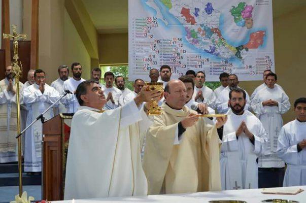 Arriba a Orizaba nuncio apostólico Franco Coppola
