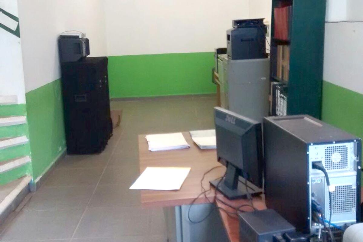 Un pasillo sirve como oficina del registro civil for Oficina registro civil