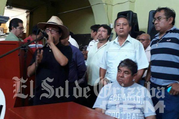 Director de Transporte deja plantados a taxistas de Orizaba y Córdoba