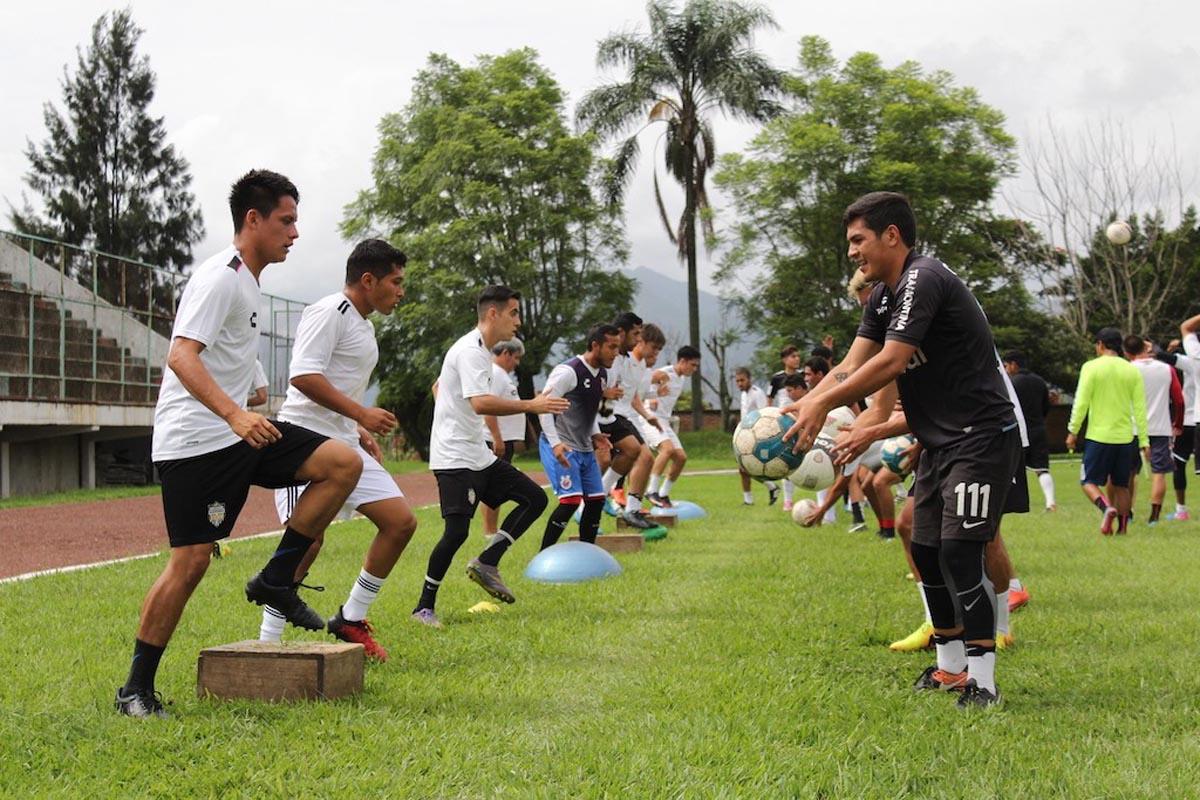 ALBINEGROS de Orizaba viajará este sábado con destino a Tulancingo, Hidalgo, donde pernoctarán y permanecerán concentrados para el partido que sostendrán mañana contra Satélites de la localidad en su primer duelo como visitantes.