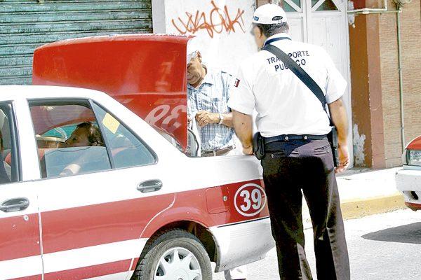 Transportistas trabajan en la ilegalidad