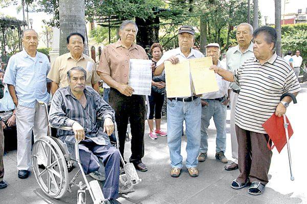 Protestan jubilados del SOAICC
