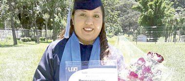María Karina se gradúa de Lic. en Derecho