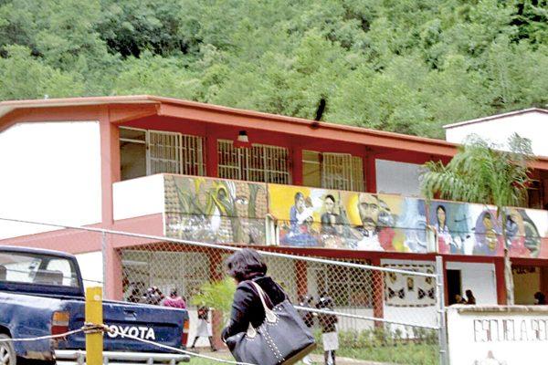 Más de 100 escuelas dañadas por el sismo