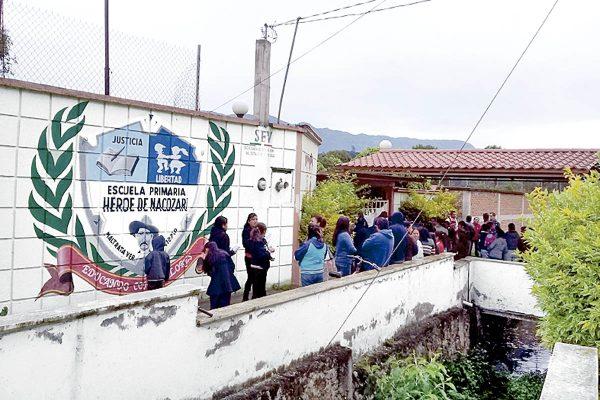 Toman primaria contra directora en Maltrata
