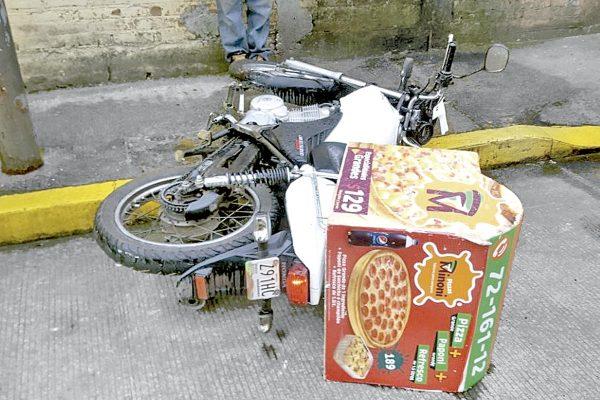 Arrollan a repartidor de pizzas