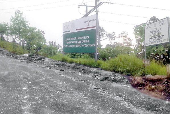 Denuncian pésima rehabilitación de la carretera a Ocotepec