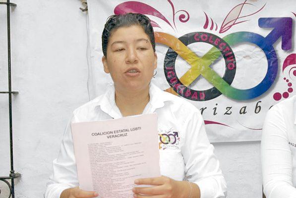 """LGBTTTI exige a Morena """"trabajar por la causa"""""""