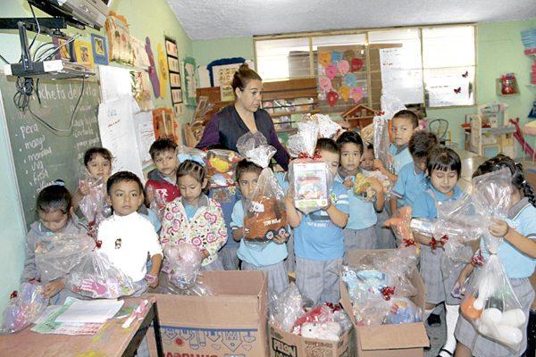 Donan juguetes para centro de acopio de El Sol de Orizaba