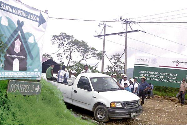 Indígenas protestan por obras de mala calidad en poblados