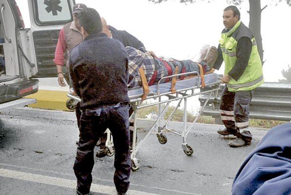 5 heridos en volcadura