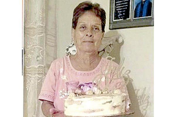 Abrazos y felicitaciones  para Lupita Herrera