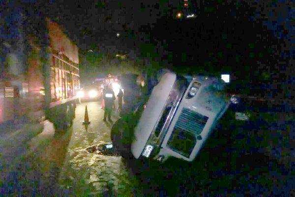 Vuelca trailer en Nogales