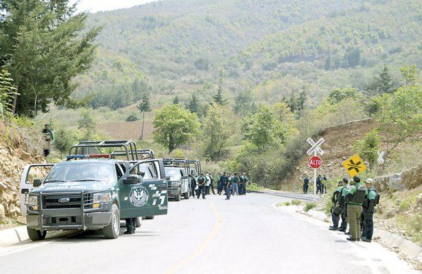 En enfrentamiento hieren a diez policías del IPAX