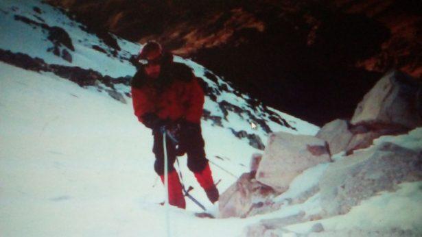 Rescatan cuerpo de montañista