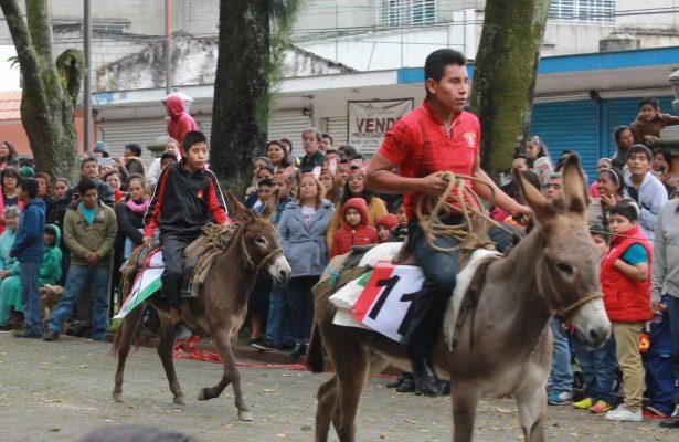 Realizan carrera de burros