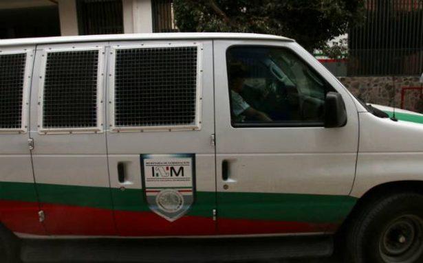 Deshidratados, hallan a 24 guatemaltecos dentro de una camioneta