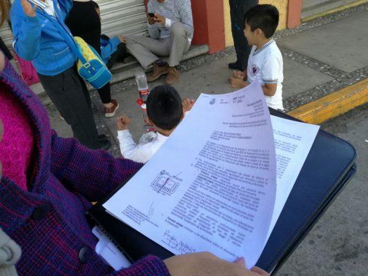 Cierran padres de familia calles del centro de la ciudad