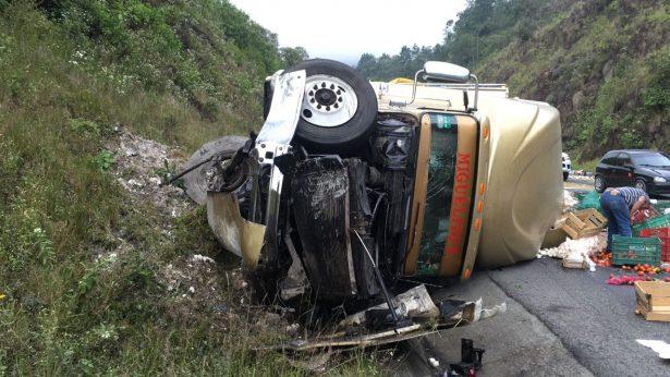 Trailer se queda sin frenos en la autopista Veracruz-Puebla