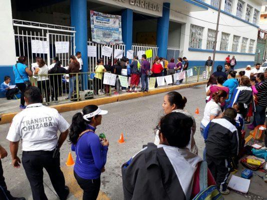 Hacen inspección especialistas de Espacios Educativos en escuela Gabino Barreda