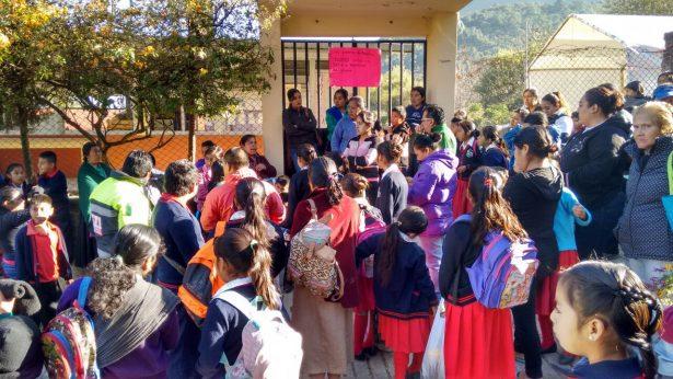 Toman escuela en La Cuesta por segundo día consecutivo