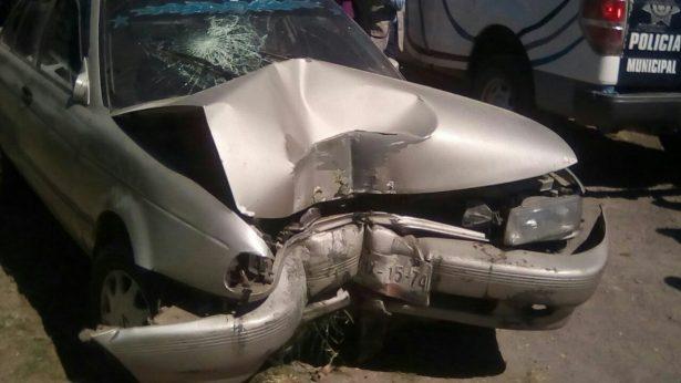 Automóvil choca tras quedarse sin frenos