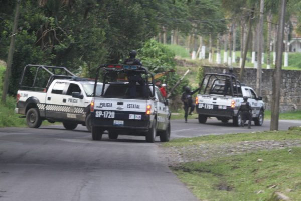 Comando armado asalta a chóferes