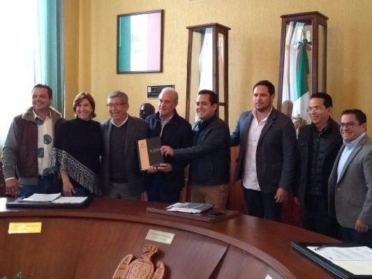 El alcalde entrega su último informe de manera formal