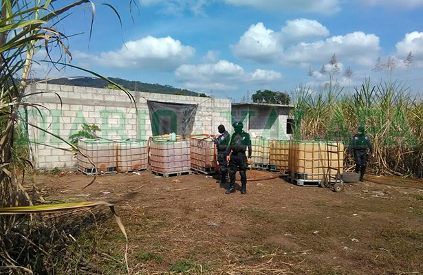 Aseguran presunto punto de venta de huachicol en Tezonapa