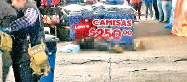 Matan a balazos a un hombre en tianguis de venta de ropa