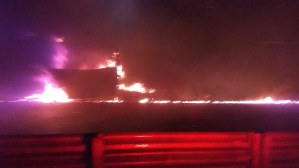 Fuego consume autobús de pasajeros