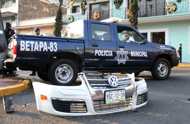 Colisionan patrulla y auto en Sur 10 y Poniente 7