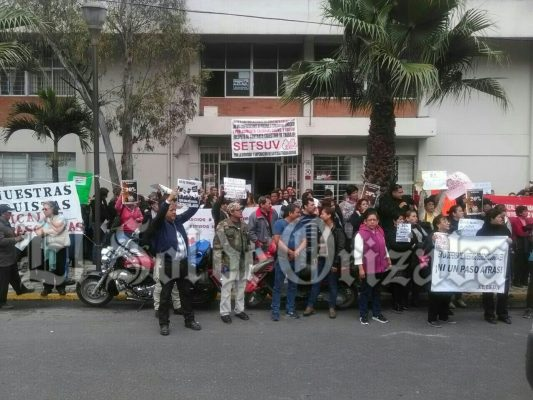 Protestan Trabajadores del Setsuv, exigen 20 por ciento de aumento al salario