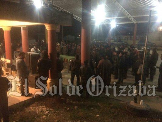 Decenas renuncian al PRD en Soledad Atzompa