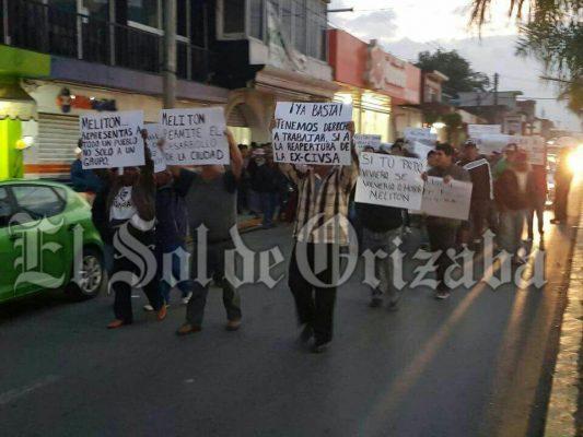 Marchan contra alcalde de Mendoza