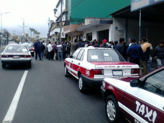 Se inconforman taxistas contra Transporte Público