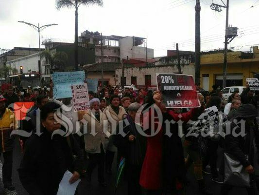 Marchan miembros de Setsuv exigen aumento justo y digno o habrá huelga