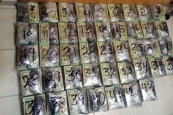 Dos sujetos trasladaban a Puebla casi 1 millón de dólares escondidos en un autobús