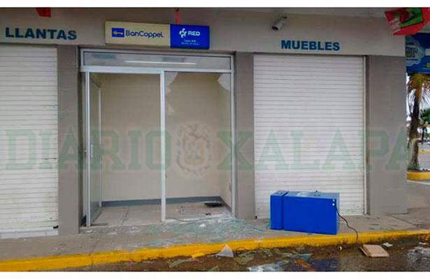 Ladrones arrancan cajero automático para llevarse el dinero