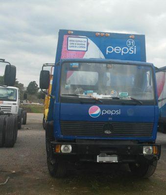 Localizan abandonado camión refresquero con reporte de robo