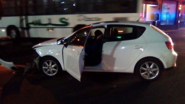Fuerte choque entre taxi y auto en Oriente 6 y Sur 13
