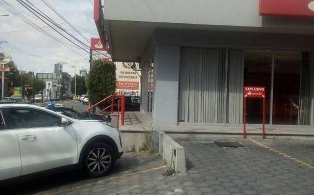 ¡Increíble! Asaltan a ex director de Policía Judicial en Puebla, dentro de banco Santander