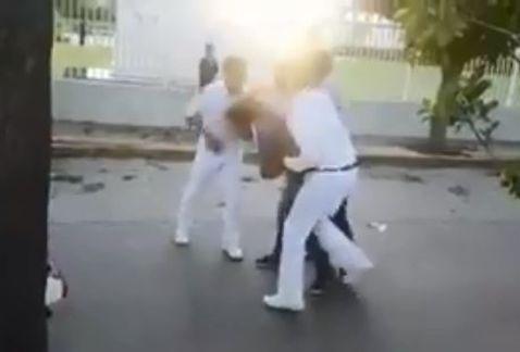 Estudiante detiene y golpea a ladrón que lo intentó asaltar por segunda vez