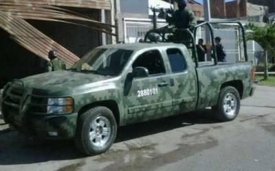 Militares y personal de Pemex son atacados a balazos
